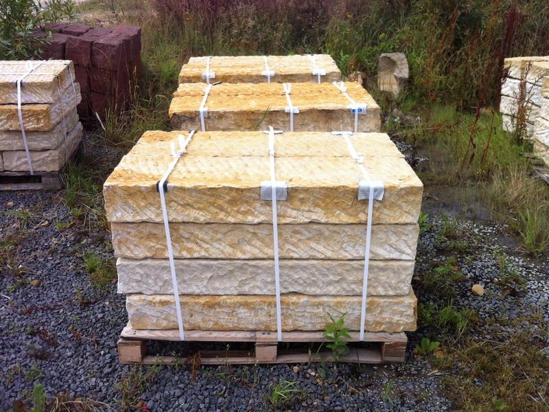 sandstein blockstufen sandsteinstufen treppen aus. Black Bedroom Furniture Sets. Home Design Ideas